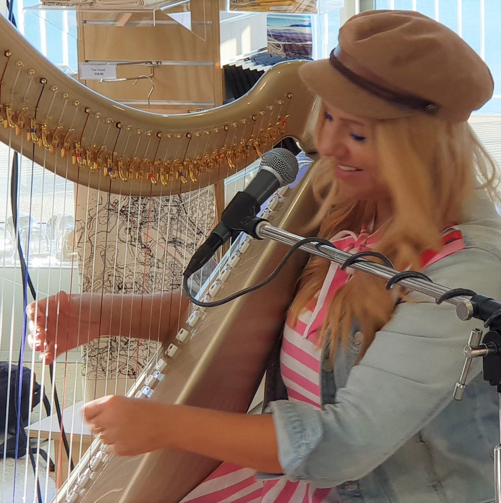 Queensland harp player Elska